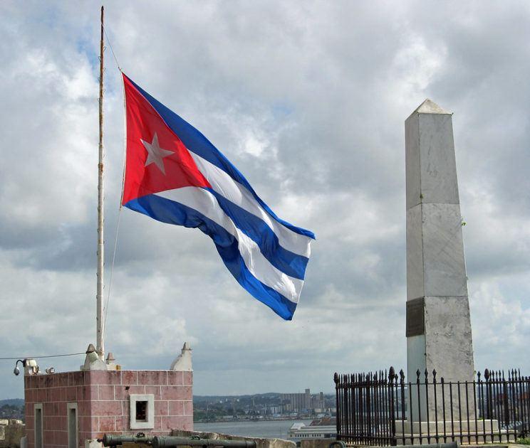 Bandeira de Cuba. Foto por Natalie Maynor.
