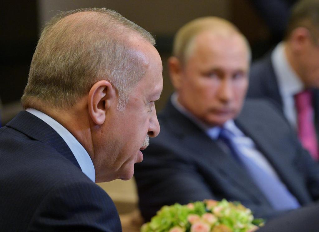O presidente turco Tayyip Erdogan fala durante um encontro com o presidente russo Vladimir Putin em Sochi, na Rússia em 22 de outubro de 2019. Via Reuters.