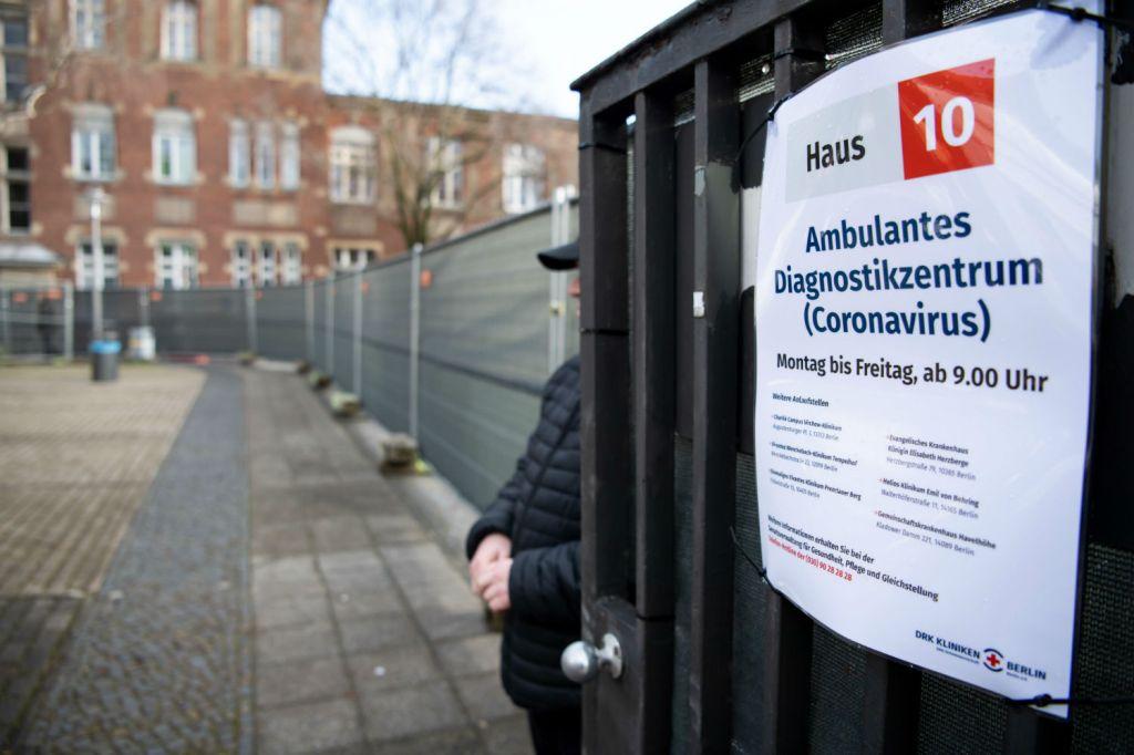 Centro médico de exames em Berlim, Alemanha. Via Getty Images.