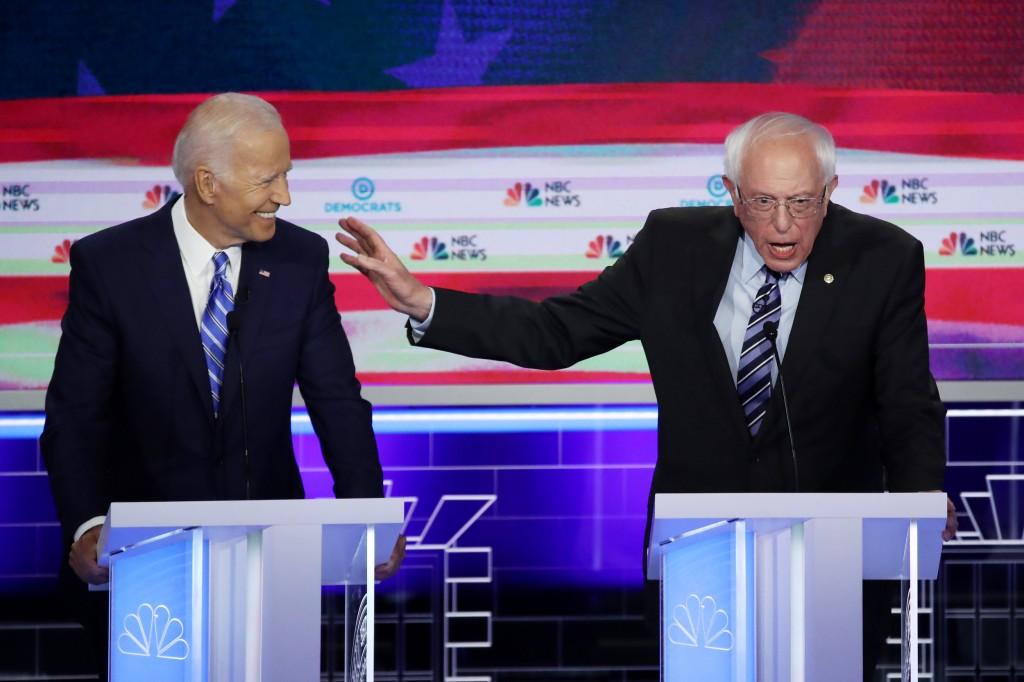 Joe Biden e Bernie Sanders durante o debate entre os candidatos democratas transmitido pela NBC, dia 27 de junho de 2019. Via USA TODAY.