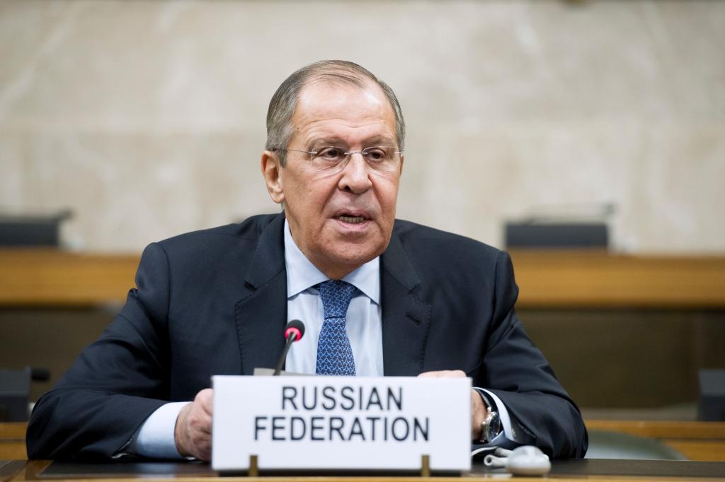 O chanceler russo Sergei Lavrov em coletiva de imprensa após negociações para a formação de um comitê constitucional na Síria, na sede da ONU em Genebra, Suíça, 18 de dezembro de 2018. Foto por Denis Balibouse/REUTERS.