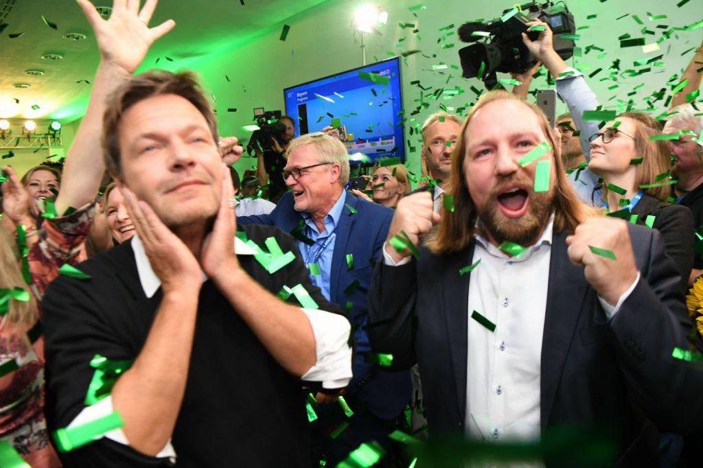 Robert Habeck e Anton Hofreiter celebram a vitória eleitoral na Baviera. Via DPA.