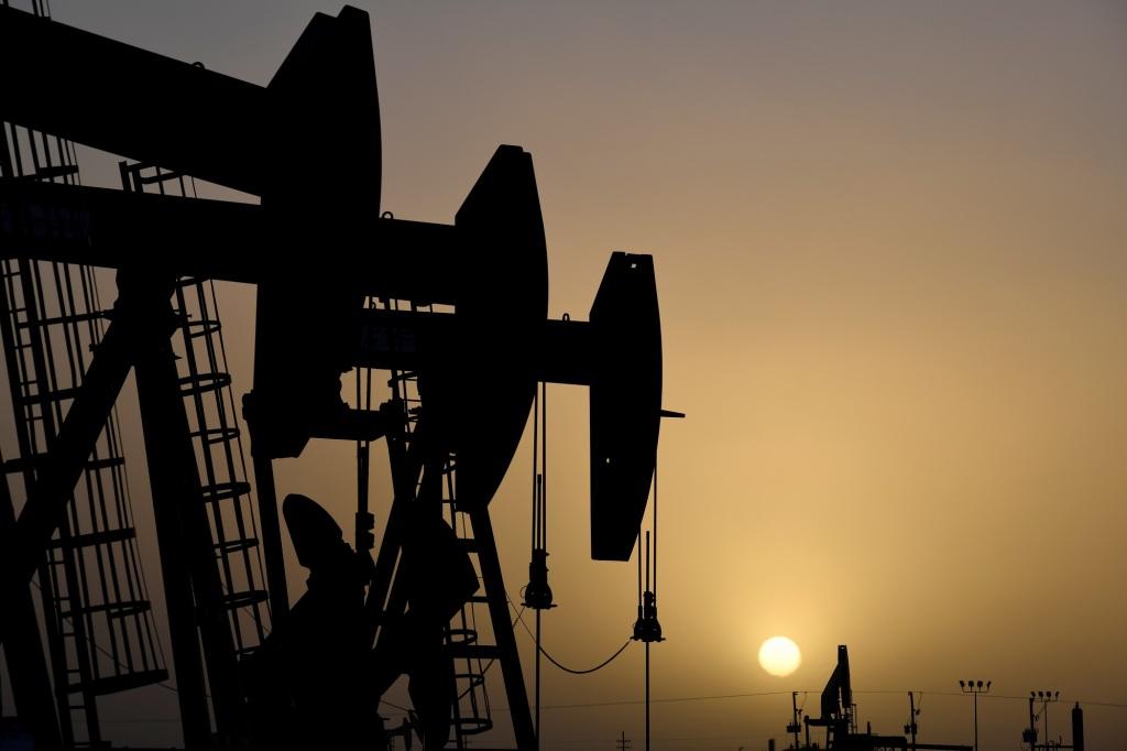 Bombeadoras de petróleo operam ao pôr-do-sol em Midland, Texas, Estados Unidos, 11 de fevereiro de 2019. Foto por Nick Oxford/REUTERS.