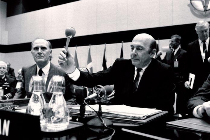 Manfred Wörner, Secretário Geral da OTAN de 1988 à 1994. Foto via Nato.int.