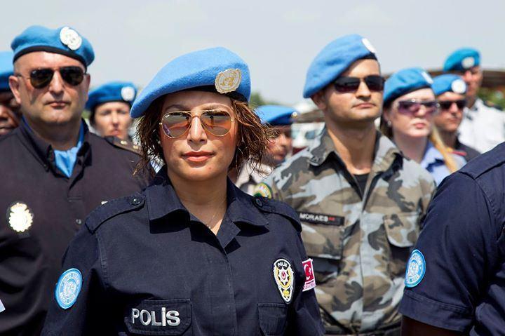 Oficial da polícia turca da ONU em missão no Haiti, no dia 29 de maio de 2012. Via passblue.com.