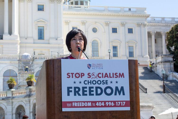 Zeng discursando na manifestação organizada pelos Tea Party Patriots no dia 19 de setembro de 2019. Foto por Lynn Lin/The Epoch Times.