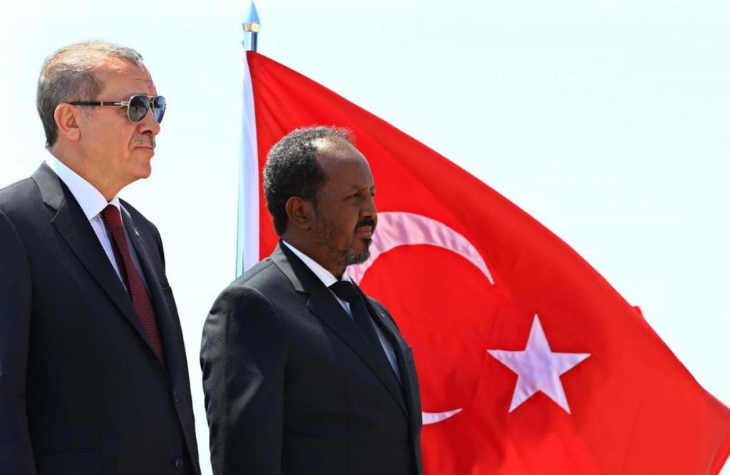 O presidente turco, Recep Erdogan, é recebido pelo presidente somali em Mogadishu no dia 25 de janeiro de 2015. Foto via Presidência da Turquia.