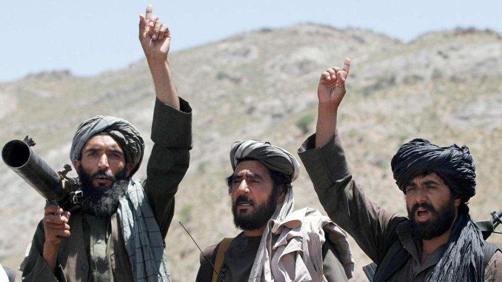 Membros do Talibã reagem a um discurso de sua liderança no distrito de Shindand, província de Herat no Afeganistão, no dia 27 de maio de 2016. Foto por Allauddin Khan.