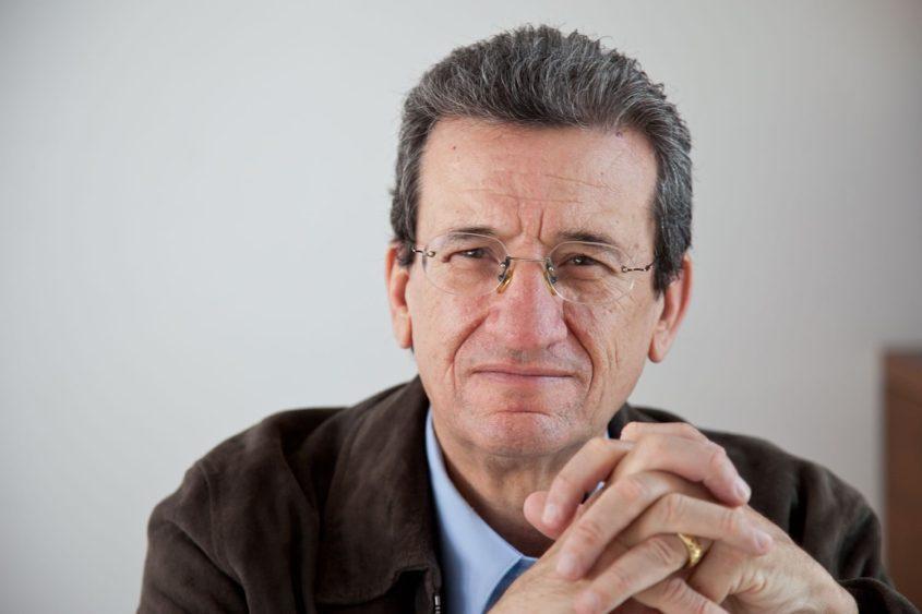 O jornalista de oposição Rafael Loret de Mola, um membro destacado da FRENA.