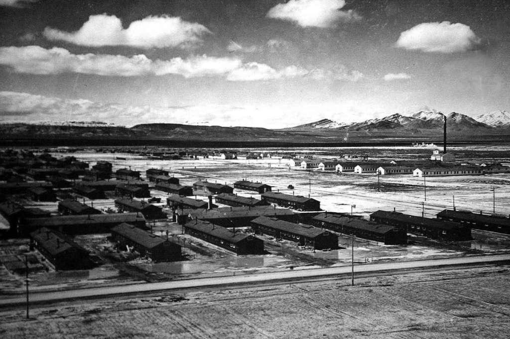 Foto do Campo de Concentração de Topaz, Utah, 1944, onde muitos nipo-americanos foram alojados durante a Segunda Guerra Mundial. Foto por Liz Hafalia.