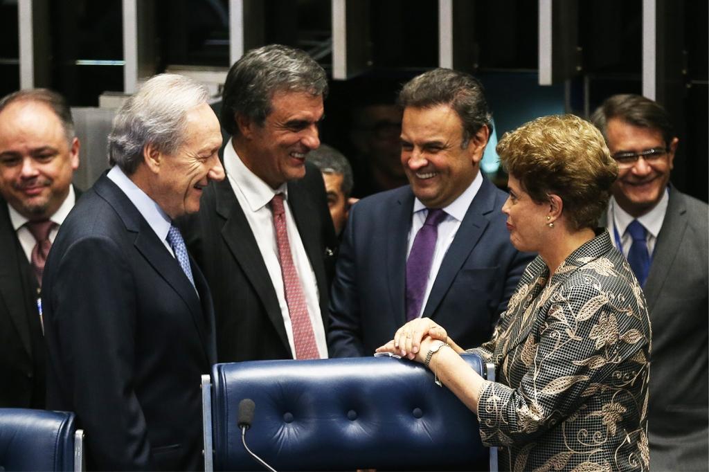 Enquanto os tribunais e gabinetes riem, o povo brasileiro é massacrado. Foto por Fabio Rodrigues Pozzebom.