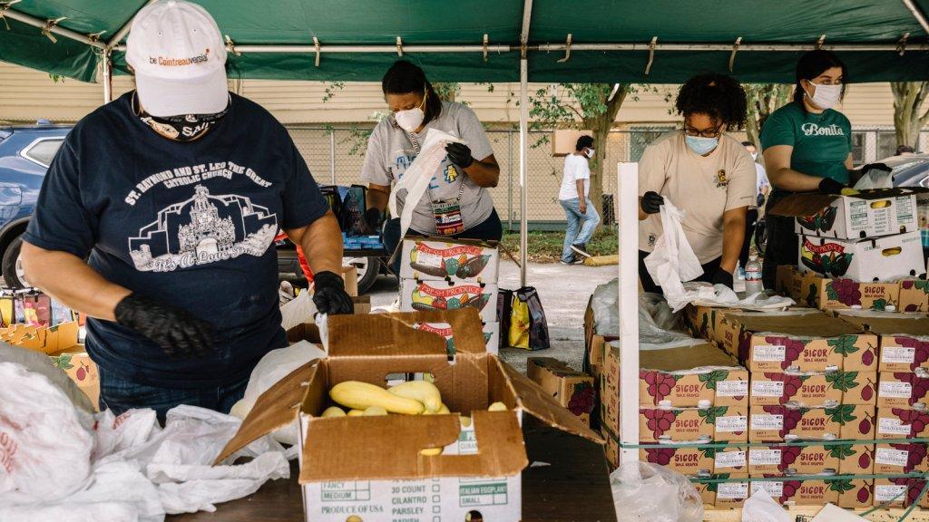 Campanha voluntária de doação de alimentos em Nova Orleans. Foto por William Widmer.