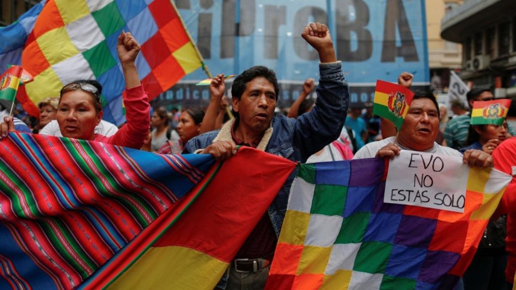 População da cidade de El Alto ocupa as ruas em repúdio ao golpe estadunidense contra o presidente Evo. Foto via Reuters.