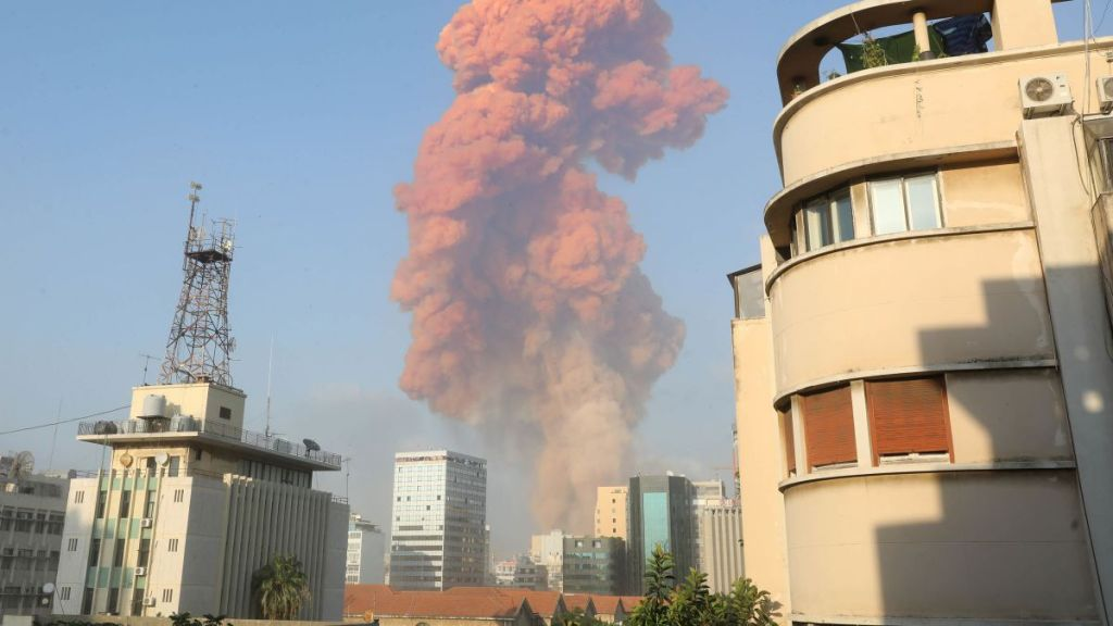 Existe mais do que simples negligência por de trás da tragédia de Beirute. Foto via CNN.