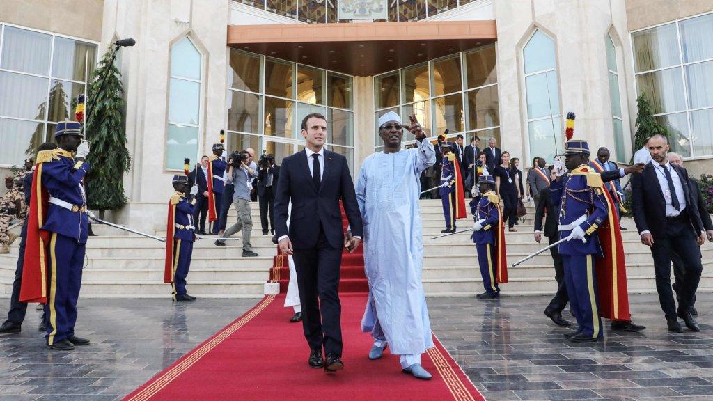 O presidente francês Emmanuel Macron, à esquerda, e o presidente chadiano Idriss Déby, em N'Djamena, capital do Chade, em dezembro de 2019. Foto por Ludovic Marin.
