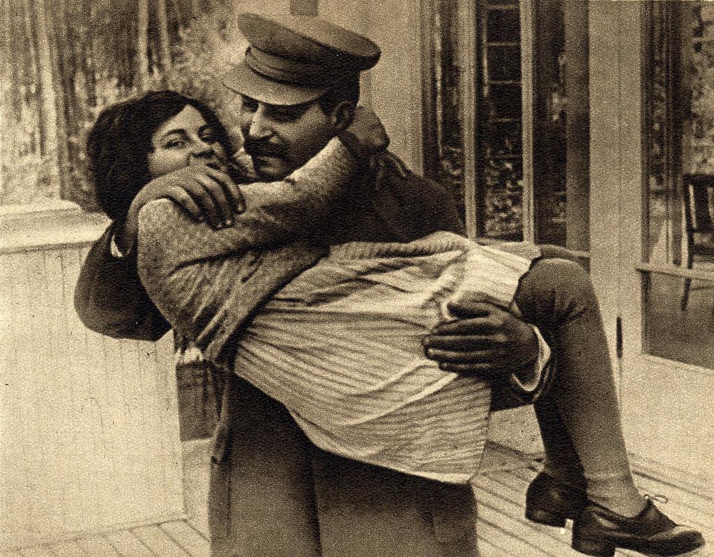 Stálin com sua única filha, Svetlana, em 1935. Foto por Eugene Zelenko.