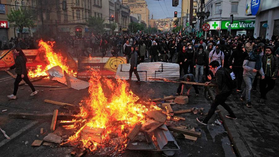 Protestos anti-Piñera no Chile, em outubro de 2019. Foto por Sebatián Cisternas.