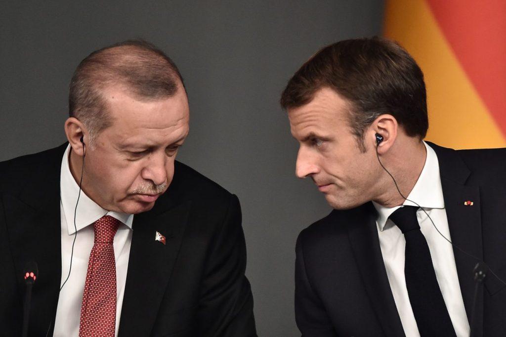 O presidente turco, Recep Erdogan, e o presidente francês, Emmanuel Macron. Foto por Ozan Kose.