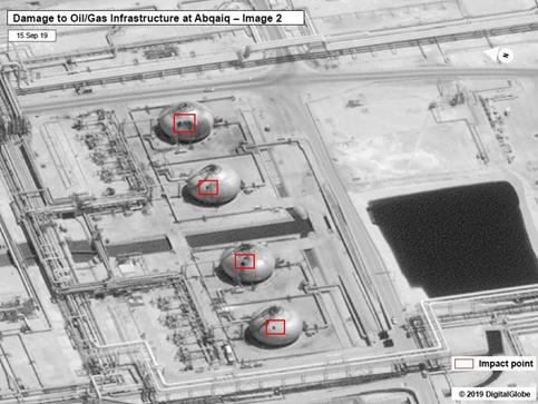 Visão geral dos danos à infraestrutura de gás e petróleo em Abqaiq (pontos de impacto destacados em vermelho). 15/set/2019.