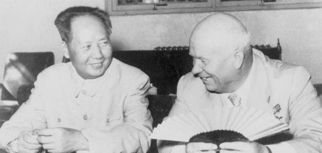 Mao e Khruschev em Moscou, em julho de 1958.