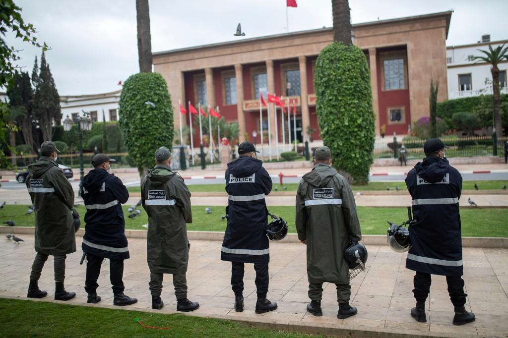 Os protestos contra o acordo de normalização de relações entre Marrocos e Israel em Rabat foram reprimidos pelas forças de segurança marroquinas. Foto por Mosa'ab Elshamy.